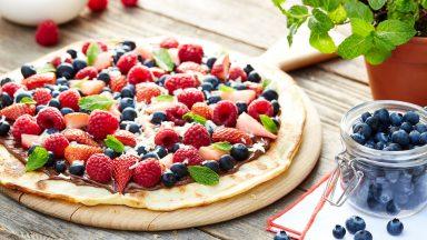 Recept: Dessertpizza med färska bär