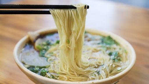 Recept: Vegetarisk ramen med misorostad brysselkål